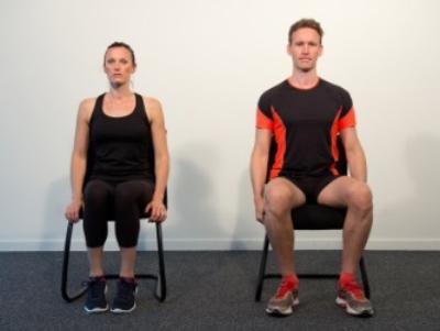 Stretching du tronc sur le côté – assis