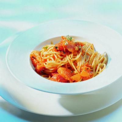 Spaghettis à la sauce de courge et de tomates