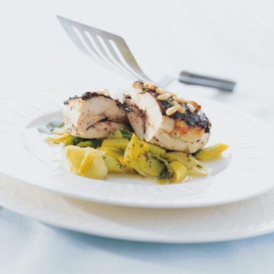 Petto di pollo farcito alle olive e pinoli