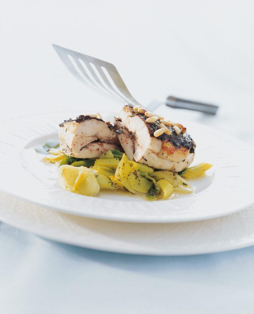 Poitrine de poulet farcie aux olives et aux pignons de pin