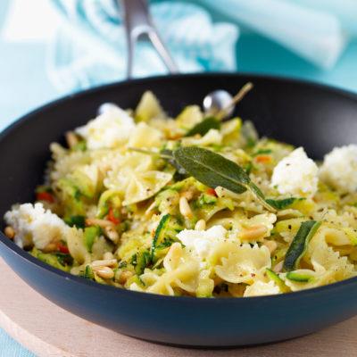 Farfalle mit Zucchini und Ricotta
